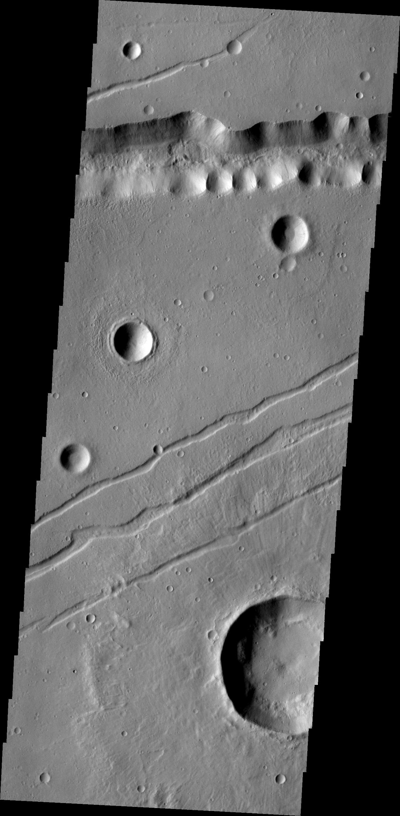Labeatis Fossae | Mars Odyssey Mission THEMIS